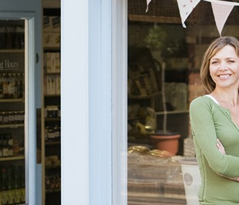 tips to reach customers online before opening your storefront